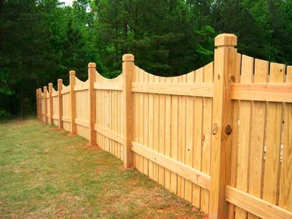 Преимущества и технологии создания деревянных заборов