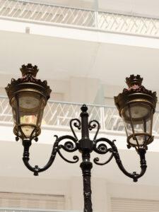 Преимущества чугунных фонарей