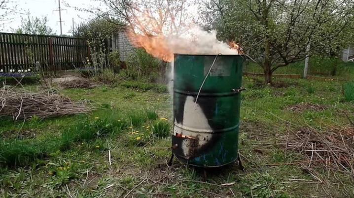Можно ли сжигать мусор на участке самому?